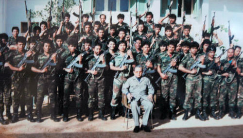 80年代にはリビアで軍事教練も。中央がティロ氏(亡命政府提供)