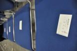 これが記者会見名物の席取りだ。「産経新聞・●本昭●」さんの名刺が4枚も置かれていた。マスコミ各社には同姓同名が4人も5人もいるのだろうか。(13日民主党大会、幕張メッセ。写真:筆者撮影)