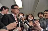 「小沢元代表をめぐる問題は司法の場で決着させるべき」と岡田幹事長に申し入れた森ゆうこ、川内博史両議員。(21日、民主党本部。写真:筆者撮影)