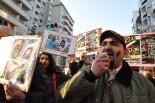 参加者たちの多くは家族と連絡が取れないことなどから表情も険しい。(26日夕、渋谷・公園通り。写真:筆者撮影)