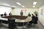 小沢元民主党代表を招き「政治とカネ」について聴取した党倫理委員会。(22日午前、民主党本部。写真:筆者撮影)。