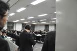 原子力損害賠償紛争審査会。福島県出身女性の猛抗議が実り筆者は撮影できた。(15日、文部科学省。写真:筆者撮影)