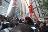 日曜日とあって、あらゆる層の支持者が集まり「反格差」を1分ずつ述べ合った。=30日(現地時間)、ズコッティ・パーク、ニューヨーク市内。写真:筆者撮影=