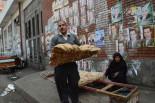 候補者のポスターがカイロの街中いたる所に貼られている。国民の22%が貧困ライン以下(世界銀行調べ)で暮らすエジプト。政治に課せられた使命は重い。=写真:筆者撮影=