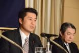 ご教祖様に洗脳されたかのように話す細野氏。その目は怪しく輝いていた。右隣は東電・相澤善吾副社長。=19日、日本外国特派員協会。写真:筆者撮影=