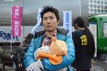 「東電から電気を買わないようにすることも大事。値上げは納得がいかない」。男性は憤りを隠さなかった。=23日、渋谷ハチ公前。写真:中野博子撮影=