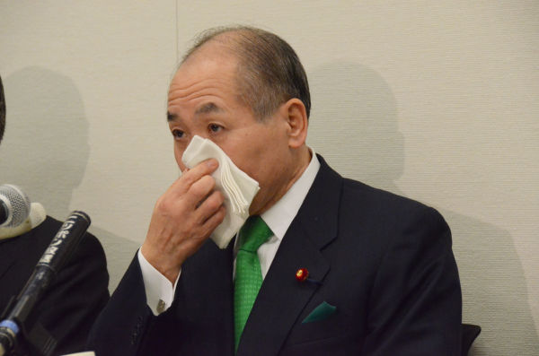 鈴木氏は幾度も目に涙を浮かべた。=写真:筆者撮影=