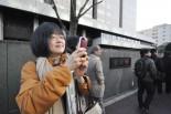 検察に不利となるような公判廷のやりとりを明らかにしてきた江川紹子さん。裁判の度に傍聴券を譲ってもらっている。=東京地裁前。写真:筆者撮影=
