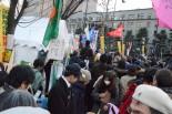 退去期限を迎え大勢の支援者でごった返したテント周辺。=1月27日夕、経産省前。写真:筆者撮影=