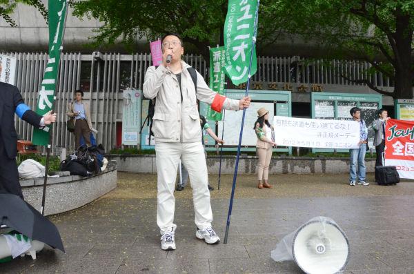 全国ユニオンの関口達也委員は「正規も有期も派遣も使い捨てるな」とアピールした。=1日、上野公園。写真:筆者撮影=