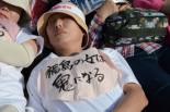 郡山市から参加した女性は、ゼッケンからも悲壮な決意が伺えた。=7日、首相官邸前。写真:田中撮影=