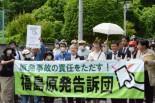 告訴団1,301人のうち約200人が告訴状提出のため福島地検に足を運んだ。=11日、福島市。写真:諏訪撮影=