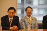 新党は?鳩山元首相(左)の胸中やいかに。=3日午後、衆院会館。写真:田中撮影=