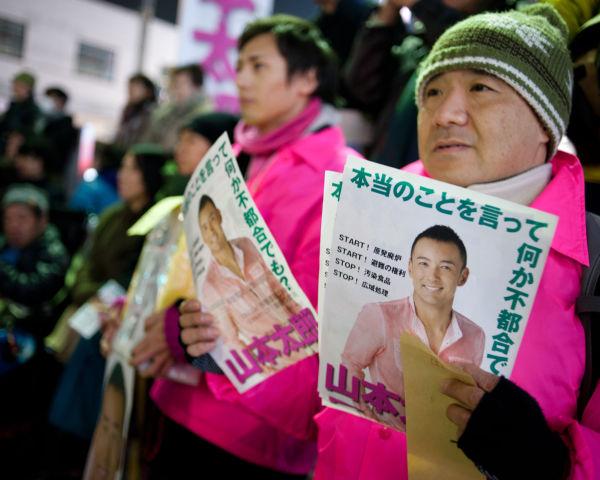 山本太郎候補の選挙運動を支えたボランティア。=高円寺。写真:島崎ろでぃ撮影=
